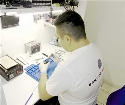 Photo de réparation de téléphone n°2666 à Salon-de-Provence par le réparateur Electron service