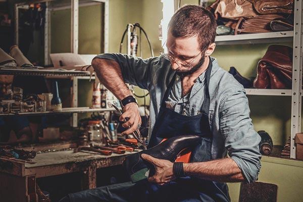 réparation de chaussures - cordonnerie avec Lucas à Chambéry