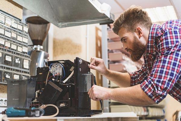 réparation de machine à café avec invité à Fontainebleau
