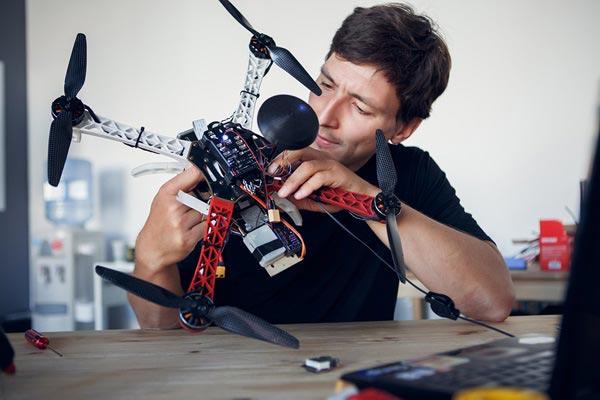 réparation de drone avec invité à Fontainebleau