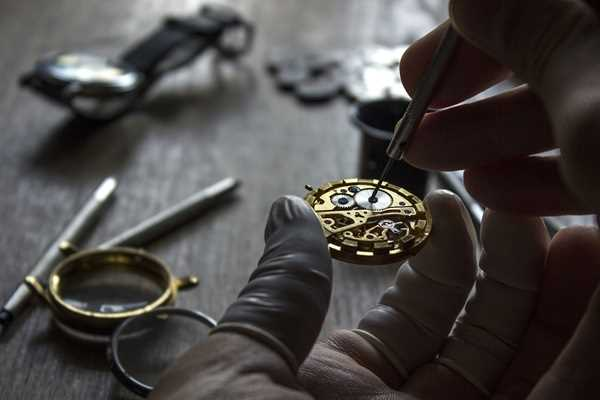 réparation d'horlogerie et de montre avec Anne DAURY, Maitre joaillier  à Hyères
