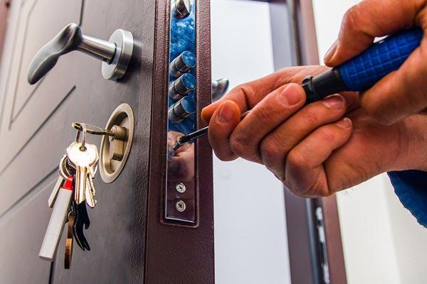 réparation de porte et de serrure avec Sos intervention  à Lyon