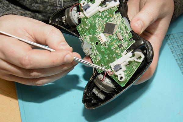 réparation de console de jeux avec Dimitri à Niort