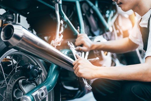 réparation de moto avec MotoMania à Pau