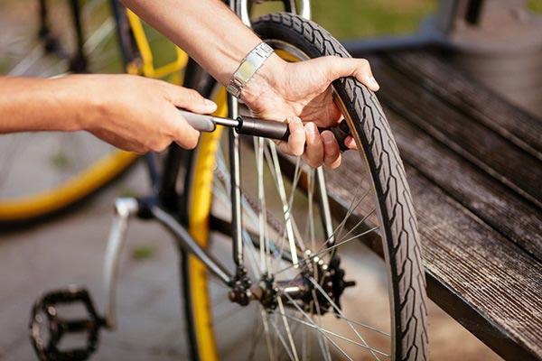réparation de vélo avec aline à Sancerre
