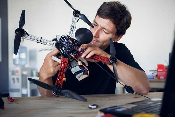 réparation de drone avec aline à Sancerre